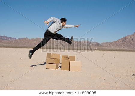 Kaufmann, springen über die Felder
