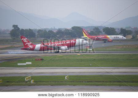 Landing Airbus A320 (HS-BBH) Thai AirAsia at the airport Noi Bai. Hanoi