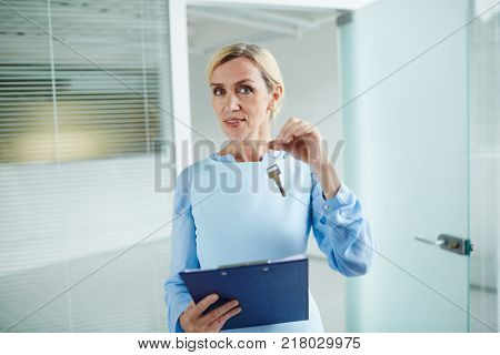 Previous tenant of office giving keys to the new one after signing contract