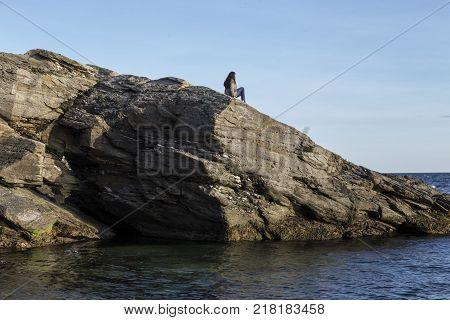 The rocks on the coast's edge in Jamestown RI