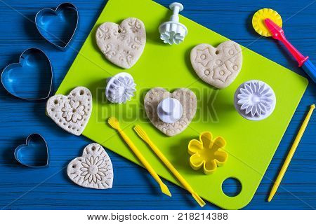 Making souvenirs from salty dough for Valentine's Day with your own hands. Art project handmade. DIY. Step-by-step photo instructions. Step 4. Making hearts with prints from culinary plungers