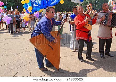 STARAJA RUSSA, RUSSIA - JULY 9: Unknown man with balalaika at the parade on City Day Staraya Russa on July 9, 2011 in Staraja Russa, Russia.