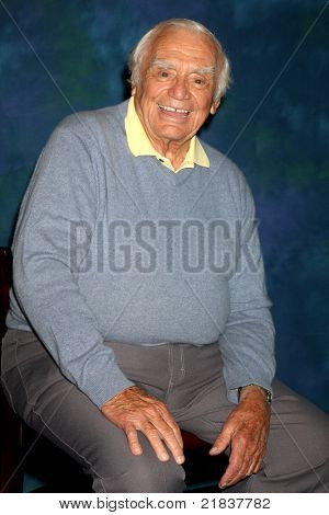 LOS ANGELES - JUL 16:  Ernest Borgnine at the Hollywood Show at Burbank Marriott Convention Center on July 16, 2011 in Burbank, CA