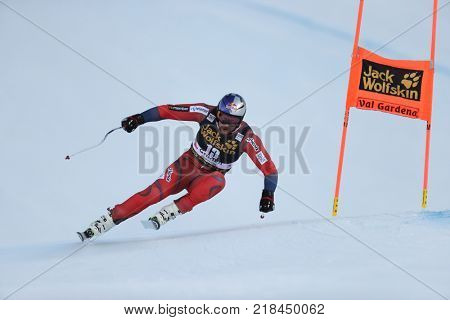 VAL GARDENA, ITALY - DECEMBER 14: Aksel Lund Svindal of Norway races down the Saslong course during the Audi FIS Alpine Ski World Cup Men's Downhill training on December 14 2017