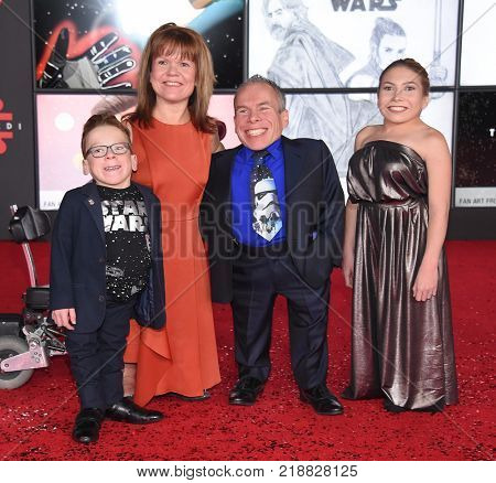 LOS ANGELES - DEC 09:  Lloyd Davis, Samantha Davis, Warwick Davis and Annabelle Davis arrives for the 'Star Wars: The Last Jedi' World Premiere on December 09, 2017 in Los Angeles, CA