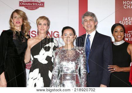 LOS ANGELES - DEC 18:  Laura Dern, Kristen Wiig, Hong Chau, Alexander Payne, Niecy Nash at the
