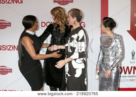 LOS ANGELES - DEC 18:  Niecy Nash, Laura Dern, Kristen Wiig, Hong Chau at the