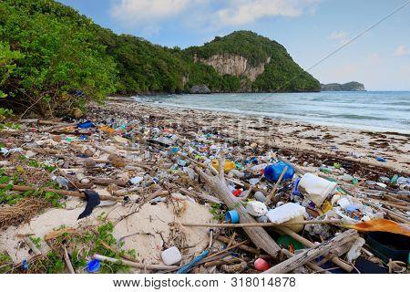 Important plastic pollution on a Thailand beach island.