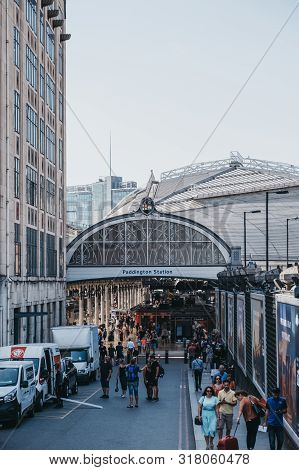 London, Uk - July 29, 2019: High Angle View Of People Getting In And Out Of Paddington Train Station
