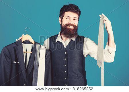 Perfect Necktie. Stylist Advice. Difficulty Choosing Necktie. Shop Assistant Or Personal Stylist Ser
