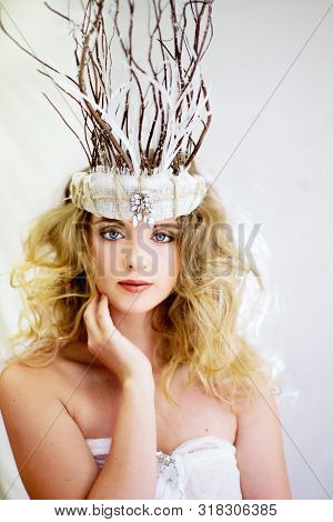 Mackay, Queensland, Australia - August 22, 2019: Beautiful Young Woman Wearing An Elaborate Headpiec