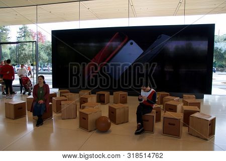 Cupertino, California, United States - Nov 26th, 2018: Interior With Many Customers In The New Apple