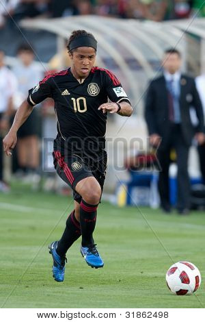 PASADENA, CA. - MAY 25: Mexico F Giovani Dos Santos #10 during the 2011 CONCACAF Gold Cup championship game on May 25, 2011 at a sold out Rose Bowl in Pasadena, CA