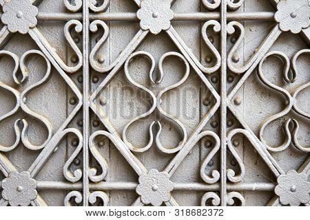 Pattern Of Curvy Medieval Ironworks Painted In Grey