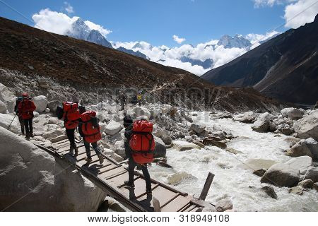 Oct 5 2018 : Tourist Backpacker On The Way On Everest Base Camp Trekking In Sagarmatha National Park
