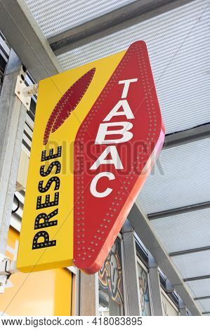 Bordeaux , Aquitaine France - 04 22 2021 : Presse And Tabac Logo Brand And Text Sign Of Tobacco Stor