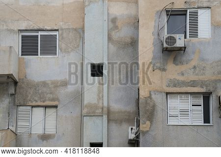 Tel Aviv, Israel - April 16th, 2021: An Old, Neglected Building In The South Side Of Tel Aviv, Israe