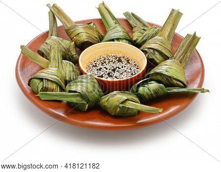 gai hor bai toey, thai pandan leaf chicken
