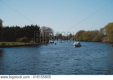 Staines-upon-thames, Spelthorne  | Uk -  2021.04.24: Boats On The River Thames In Staines On Sunny S