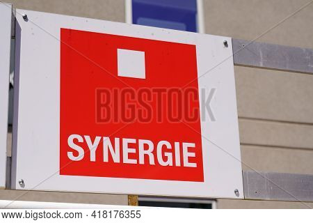 Bordeaux , Aquitaine France - 04 22 2021 : Synergie Sign Text And Brand Logo On Wall Facade Interim