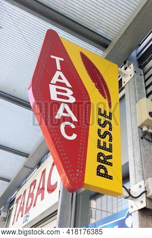 Bordeaux , Aquitaine France - 04 22 2021 : Presse And Tabac Logo In France Shop Press And Tobacco Si