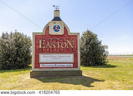 Easton, Maryland, Usa 04-16-2021: The Western Entrance Of The Historic Picturesque Small Town Of Eas