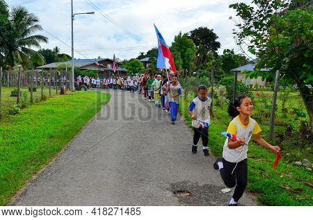 Keningau,sabah,malaysia-aug 29,2014:school Student With Malaysian And Sabah Flags Marched During The
