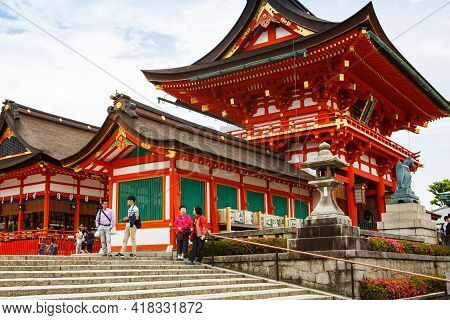 Kyoto, Japan - 18 May, 2015: Fushimi Inari Taisha Shrine In Kyoto, Japan With Beautiful Red Gate And