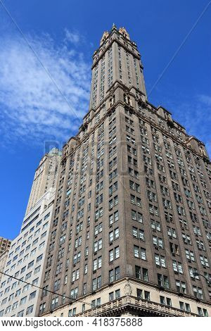New York, Usa - July 2, 2013: The Sherry Netherland Hotel In New York. The Building Was Completed In