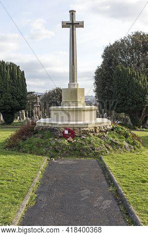 Weston-super-mare, Uk - March 15, 2021: The War Memorial In Milton Road Cemetery