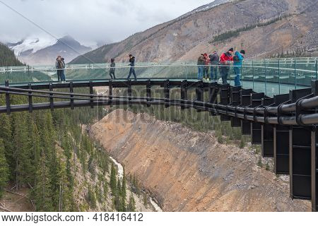Columbia Icefield, Canada - 08.29.2018: People Walking Around The Columbia Icefield Skywalk On A Clo