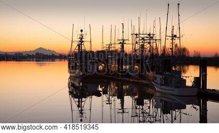 Steveston Harbour Still Dawn. Dawn View Of Steveston Harbour And Mount Baker On The Fraser River. Br