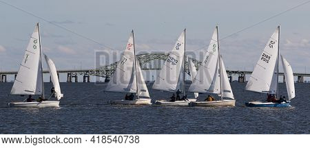 Babylon, New York, Usa - 7 December 2019: Two Person Sailboats In A Winter Regatta With The Great So