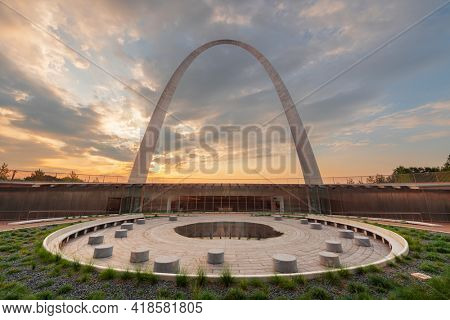 ST. LOUIS, MISSOURI - AUGUST 25, 2018: The Gateway Arch and Visitor Center in Gateway Arch National Park at dawn.