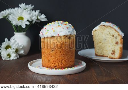 Easter Cake - Russian And Ukrainian Traditional Kulich, Paska Easter Bread.