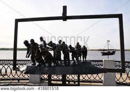 Urban Sculpture. Barge Haulers On The Volga, On The Volga Embankment. September 17, 2020, Rybinsk, R