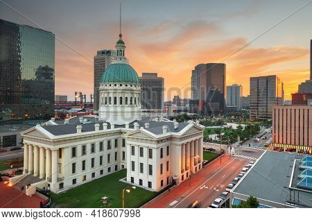 St. Louis, Missouri, USA downtown cityscape with the old courthouse at dusk.