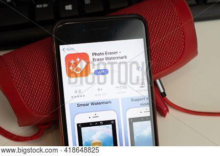 New York, Usa - 26 April 2021: Photo Eraser Erase Watermark Mobile App Logo, Phone With Icon, Illust