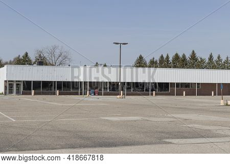 Recently Shuttered Retail Mall Location. Retail Stores Are Under Pressure From Internet Shopping Sit