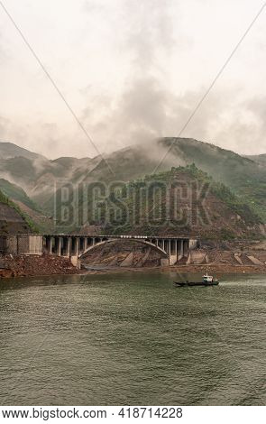 Baidicheng, China - May 7, 2010: Qutang Gorge On Yangtze River. Brown Concrete Road Bridge Along Sho