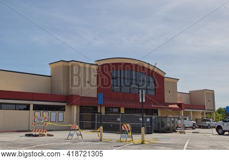 Richmond County, Ga Usa - 04 25 21:  Retail Building Construction Scene With Waste Dumpsters Signs,