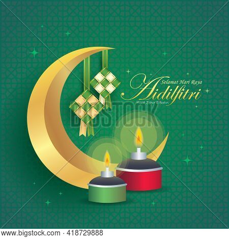 Hari Raya Aidilfitri Greeting Card. Gold Crescent Moon, Ketupat & Pelita Oil Lamp On Green Pattern B