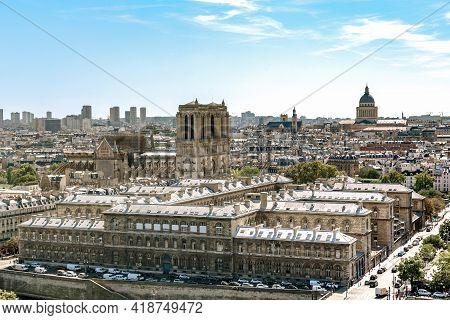 Paris, France - August 30, 2019: This Is A View Of The Cite Island And Notre Dame De Paris.