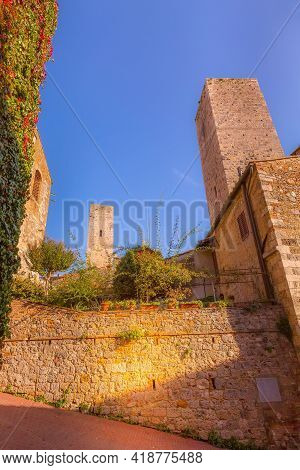 San Gimignano, Tuscany, Italy Old Medeival Street View And Towers In Typical Tuscan Town