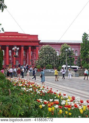 Kiev. Ukraine. May 11, 2019 Flowers In The Spring At The Kiev University. Translation Of The Text Ki