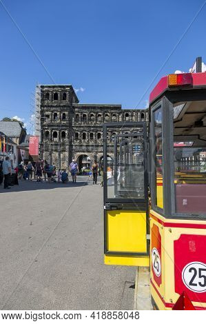 Trier, Germany - July 06, 2018: Sightseeing Bus In Front Of The Ancient Gate Of Porta Nigra (black G