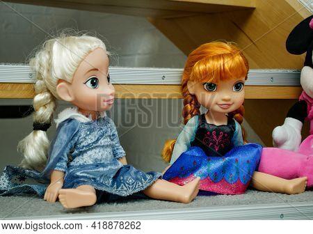 Dolls, Princesses Elsa And Anna