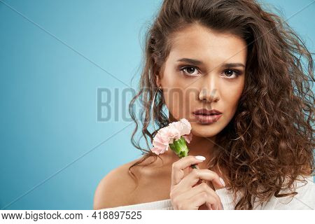 Close Up Of Fashionable Brunette Model With Naked Shoulders Looking At Camera. Pretty Young Woman Wi