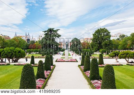 Madrid - September 9, 2017: Tourists And Locals Walk Around One Of The Main Entrances To The Retiro
