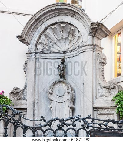 Brussels - July 09: Manneken Pis Statue And Fountain On July 09, 2011 In Brussels, Belgium